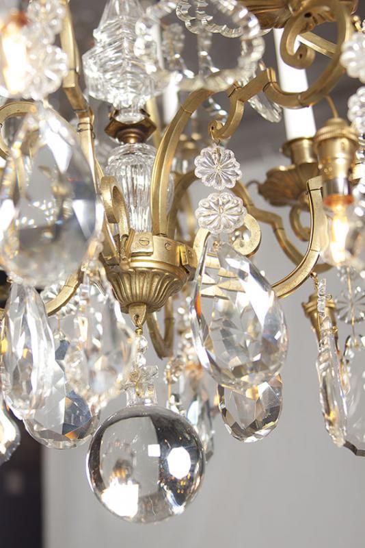 Antieke grote kroonluchter met kaarsen en led lampen