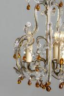 Kleine Italiaanse antieke kroonluchter met amber gekleurde pegels